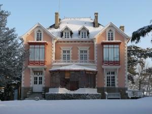 Maison Dior neige gros plan